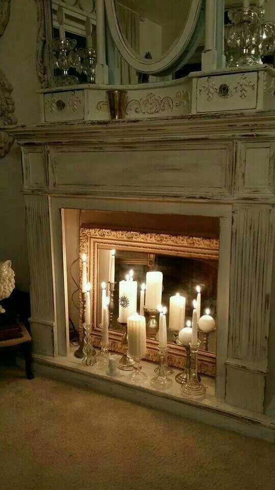 con candele e specchio